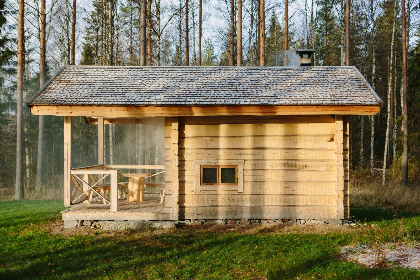 Savusana Vilhelmi on arkkitehti Risto Vuolle-Apialan suunnittelema perinteinen hirrestä valmistettu savusauna.
