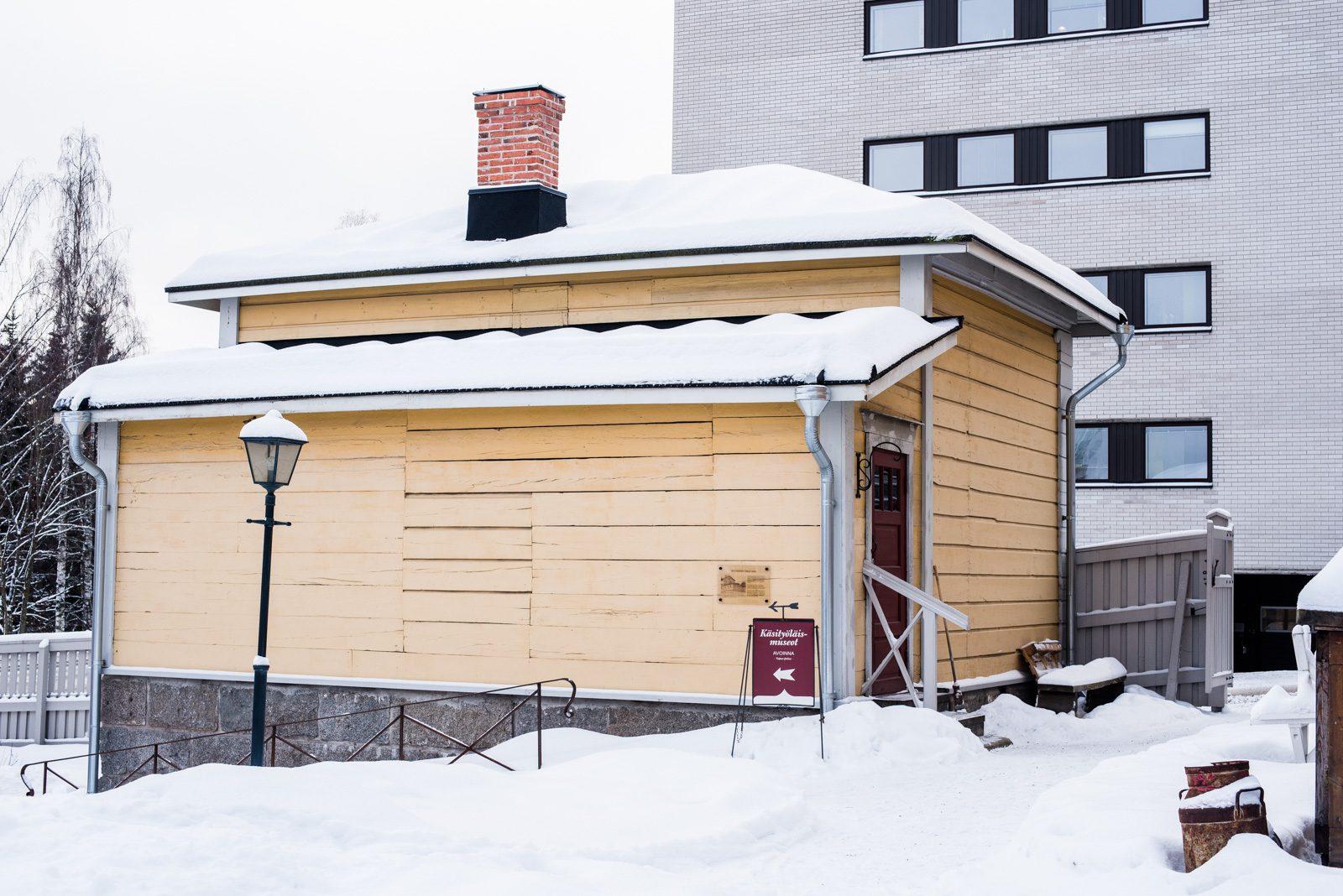 Kengitetty hirsirakennus Jyväskylässä